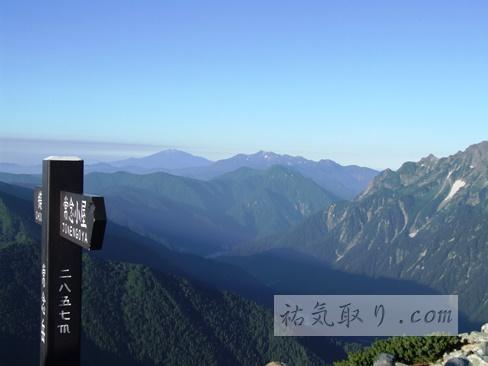 【長野】山頂の神社 常念岳 岡宮神社の祠(安曇野市)